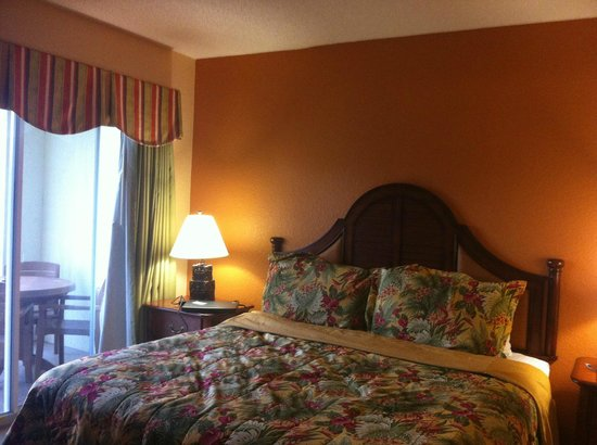 Vacation Village at Parkway: King Size bed with separate entrance to balcony