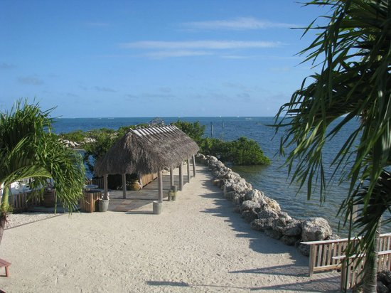 Kawama Yacht Club: The Tiki hut and pier