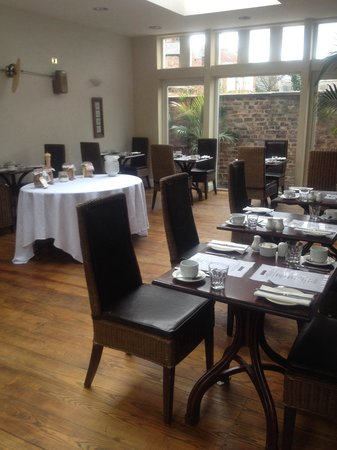 Marmadukes Town House Hotel: Nice bright dining room