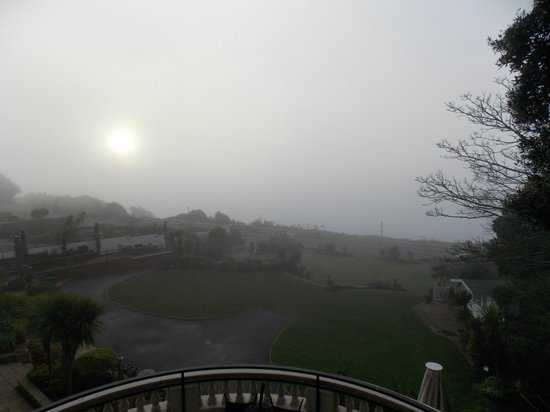 Hotel Miramar: Morning mist seen from the balcony of our Bridal Suite