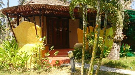 B52 Beach Resort: funky bungalows