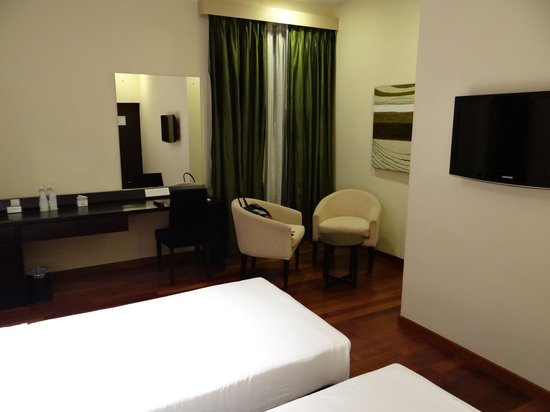 Renuka City Hotel: Room with polished floors