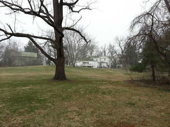 Inn on Poplar Hill: Back of inn from grounds, near walking trails
