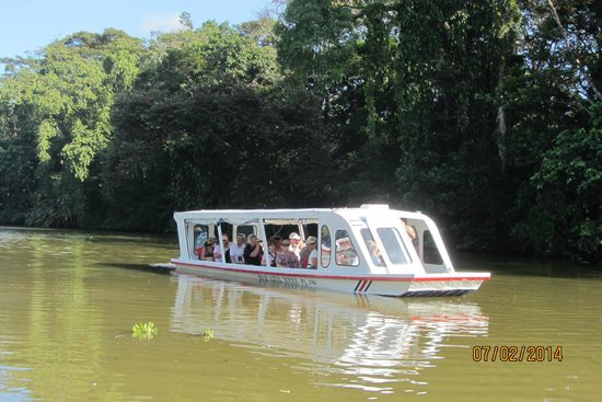 Tortuguero Canal: Crusing on the calm waterway