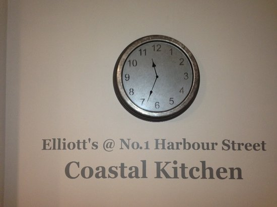 Elliott's at No 1 Harbour Street: Now Serving Morning, Noon, Night