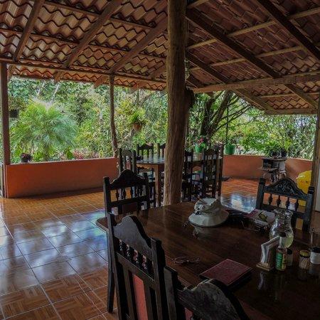 Albergue el Socorro: open dining room