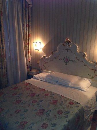 Antica Locanda al Gambero: Lit chambre
