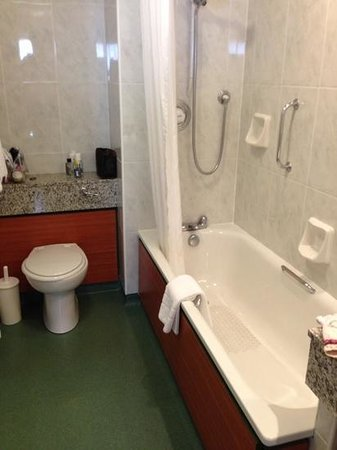 The Haven Hotel: bathroom
