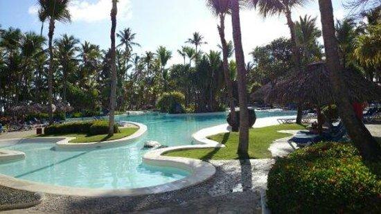 Bavaro Princess All Suites Resort, Spa & Casino : Возле большого бассейна