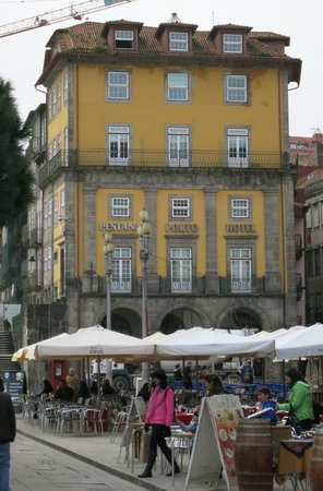 Pestana Vintage Porto: Hotel from Ribera Square