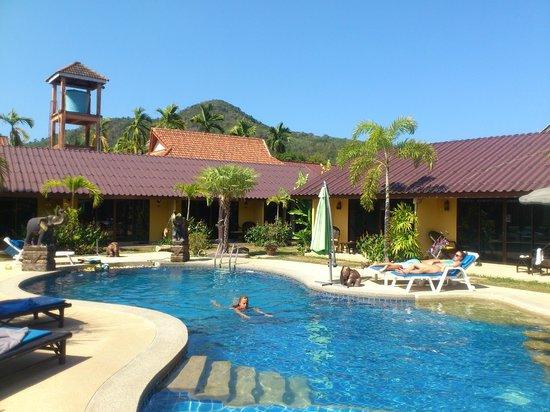 Kamala Tropical Garden Hotel: piscine