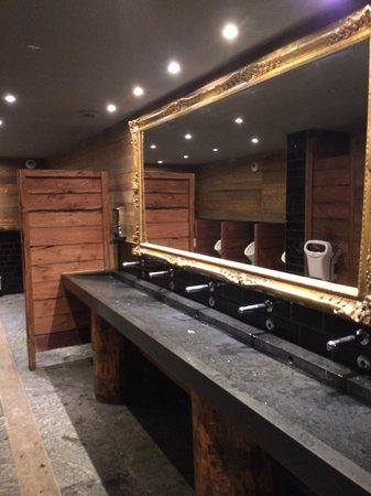 La Folie Douce Meribel Courchevel: Bathrooms