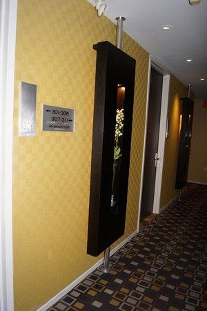 The Bentley Hotel: Couloir