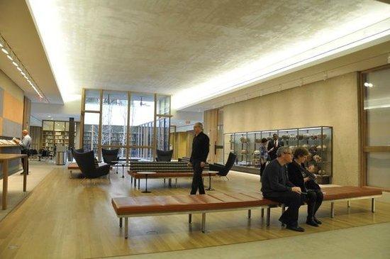 The Barnes Foundation: Hall