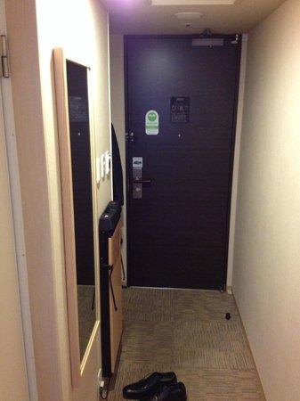 Hotel Villa Fontaine Kayabacho : 部屋の入り口は少し狭いです