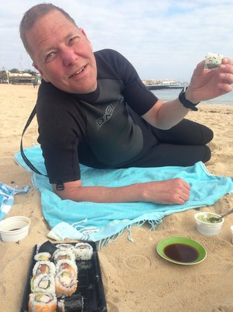 Sushi e: Sushi breakfast on the beach after morning surf