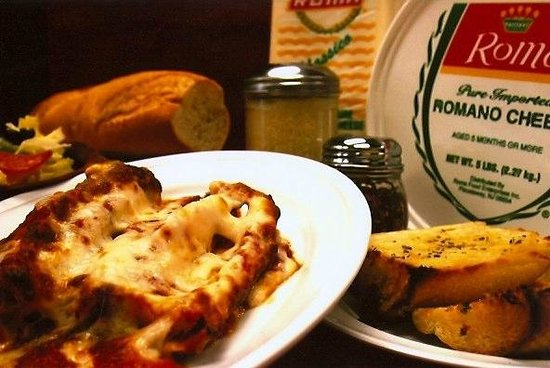 Brooklyn Pizzeria: Our Famous Homemade Lasagna served with salad & garlic-bread