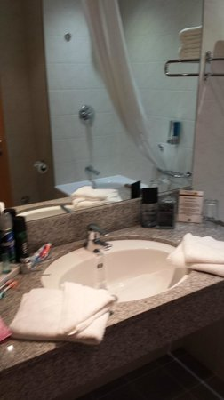 Clayton Hotel Leeds: our bathroom