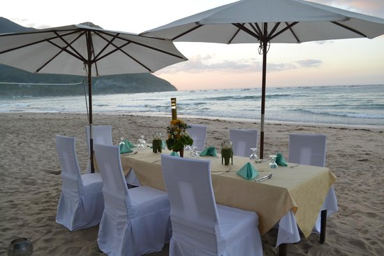 Daluyon Beach and Mountain Resort : Our dinner on the beach