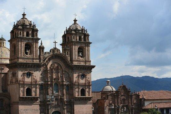 Catedral del Cuzco o Catedral Basílica de la Virgen de la Asunción: Cathedral from the Plaza de Armas