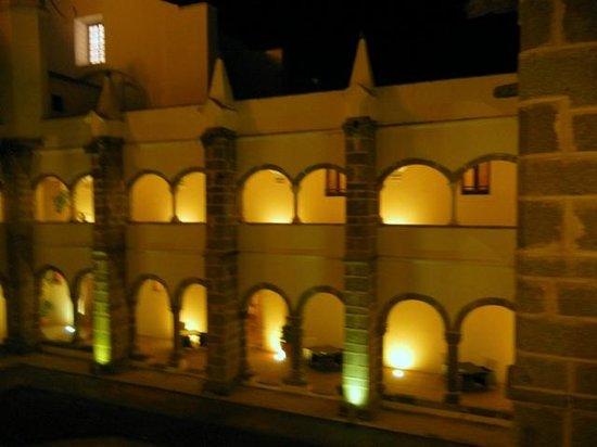 Convento do Espinheiro, A Luxury Collection Hotel & Spa: Indoor courtyard of