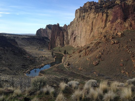 Smith Rock State Park: View from the turnaround parking area