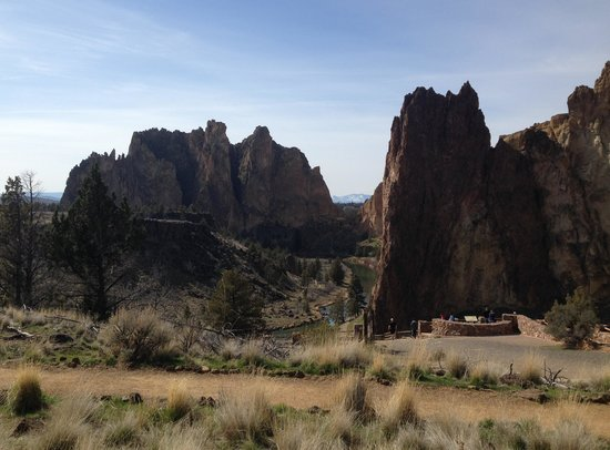 Smith Rock State Park: View from picnic area above The Chute Trail