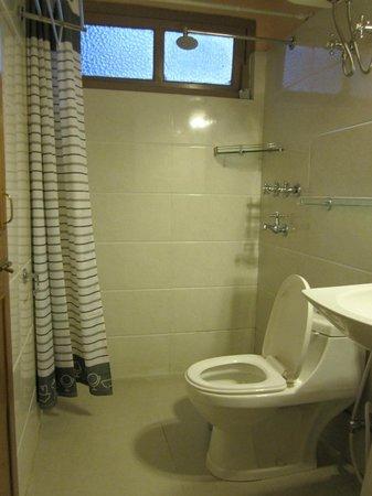 Bellevue Hotel: Washroom