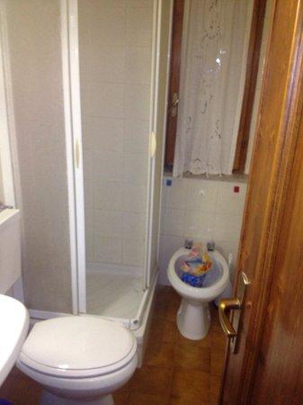 Max Bar Apartments : Bathroom