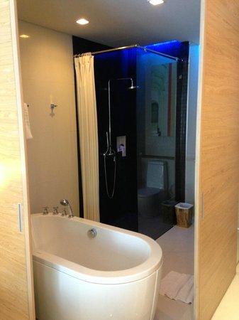 The KEE Resort & Spa : Brand new bathroom