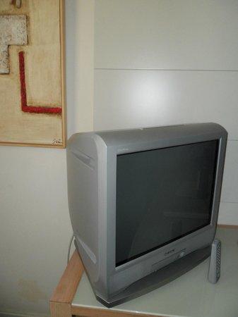 Silken Puerta Valencia: Ancient tv