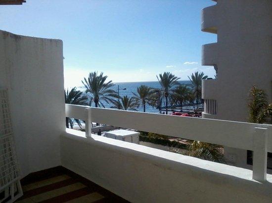 Aparthotel Puerto Azul Marbella: Sea view from balcony