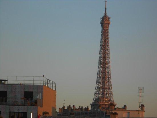 ibis Paris Tour Eiffel Cambronne 15ème : vue de la chambre