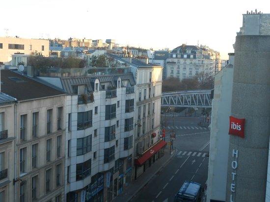 ibis Paris Tour Eiffel Cambronne 15ème : vue de la chambre, métro