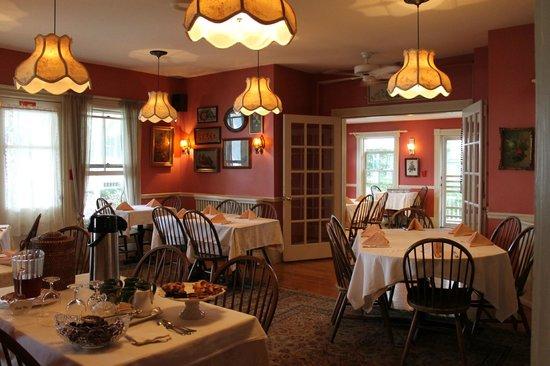 Pentagoet Inn: dining room