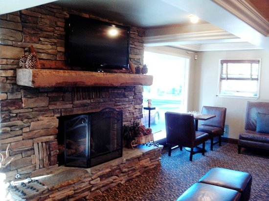 Mammoth Creek Inn: Fireplace