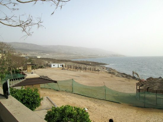 Holiday Inn Resort Dead Sea: Construction zone on beach
