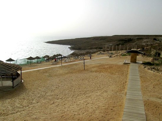 Holiday Inn Resort Dead Sea: Remaining waterfront beside construction site