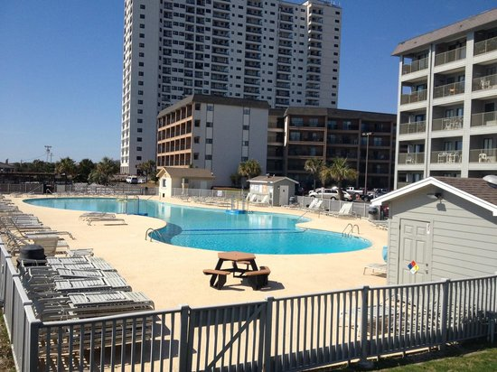 Myrtle Beach Resort: Pool out front Building A