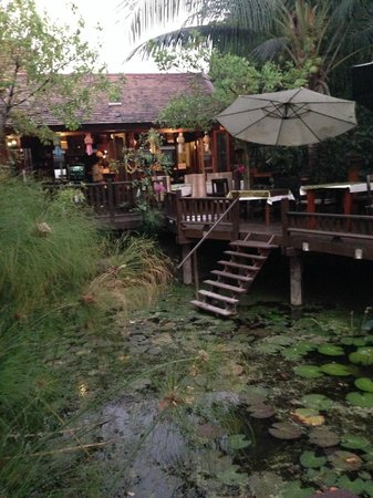 Oriental Siam Resort: Thats where you eat your breakfast and dinner if you ask them.  The pic above is on this patio.