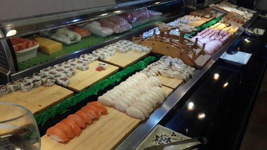 Ginza Japanese Buffet: Variedad de sushi al mediodia