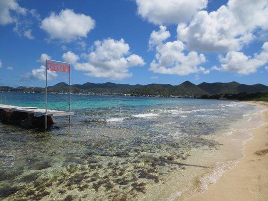 Layla's : Beach view