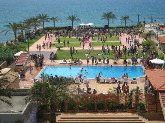 Aquarium Hotel Resort Beach Party
