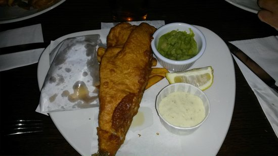 St. George's Tavern: fish and ships