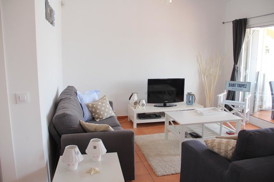 Villa Carpe Diem : Appartement St.Tropeze, de woonkamer.