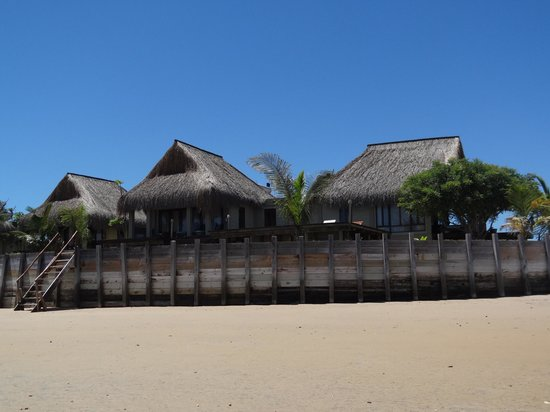 Dugong Beach Lodge : Lodges from the beach