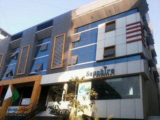 Appusone Sapphire Hotel: The facade
