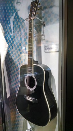 The Johnny Cash Museum : one of his many guitars