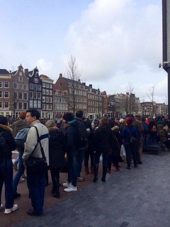 queue outside anne frank house picture of anne frank