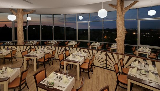 Raitelberg Resort: Restaurant am Abend
